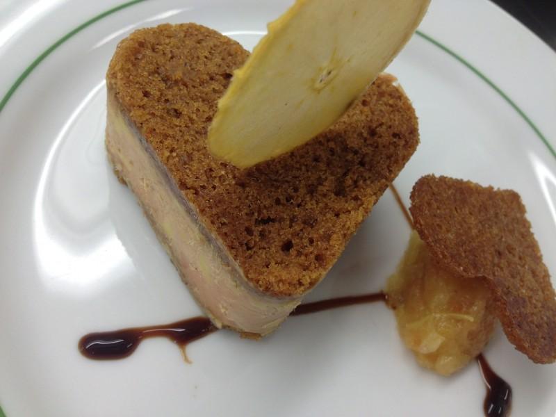 Coeur de foie gras aux pain d'épices, marmelade de pomme fumée